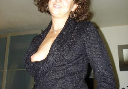 Povučena vredna žena sa lepim i zgodnim telom