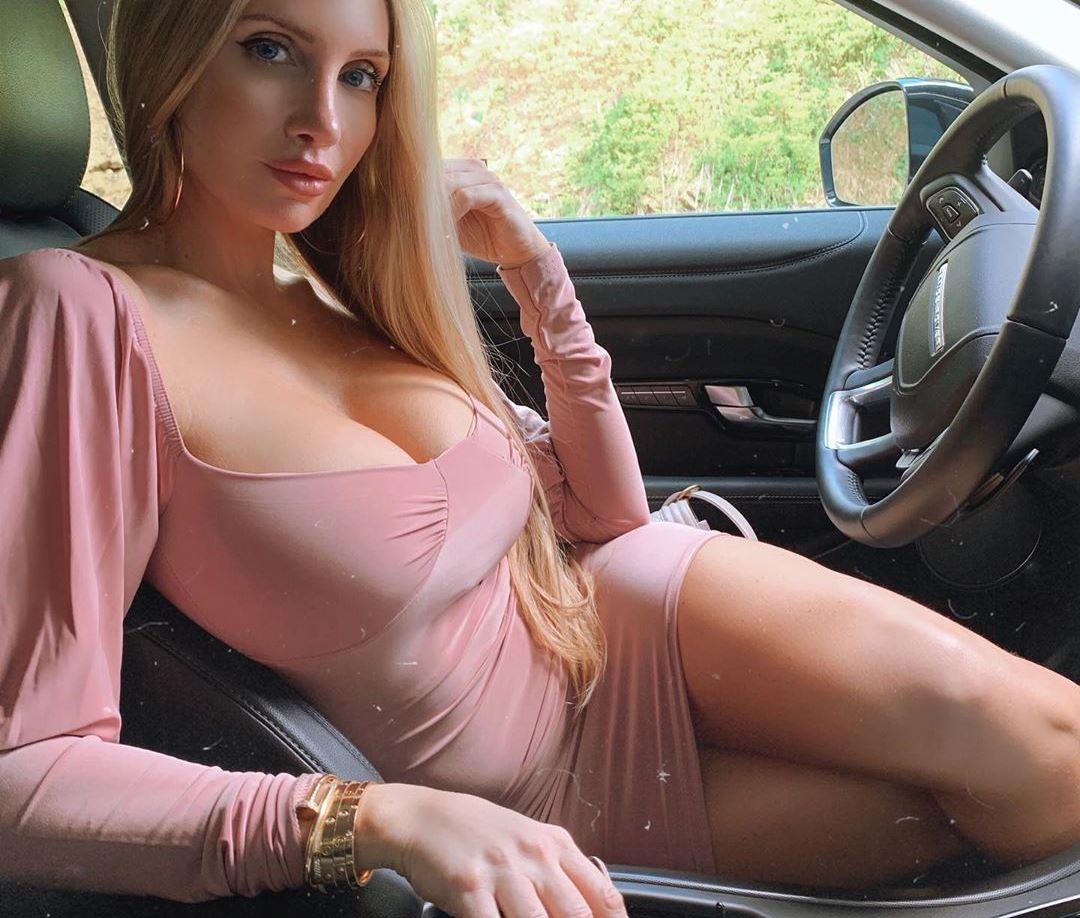 Atraktivna devojka trazi nekog da je preznoji
